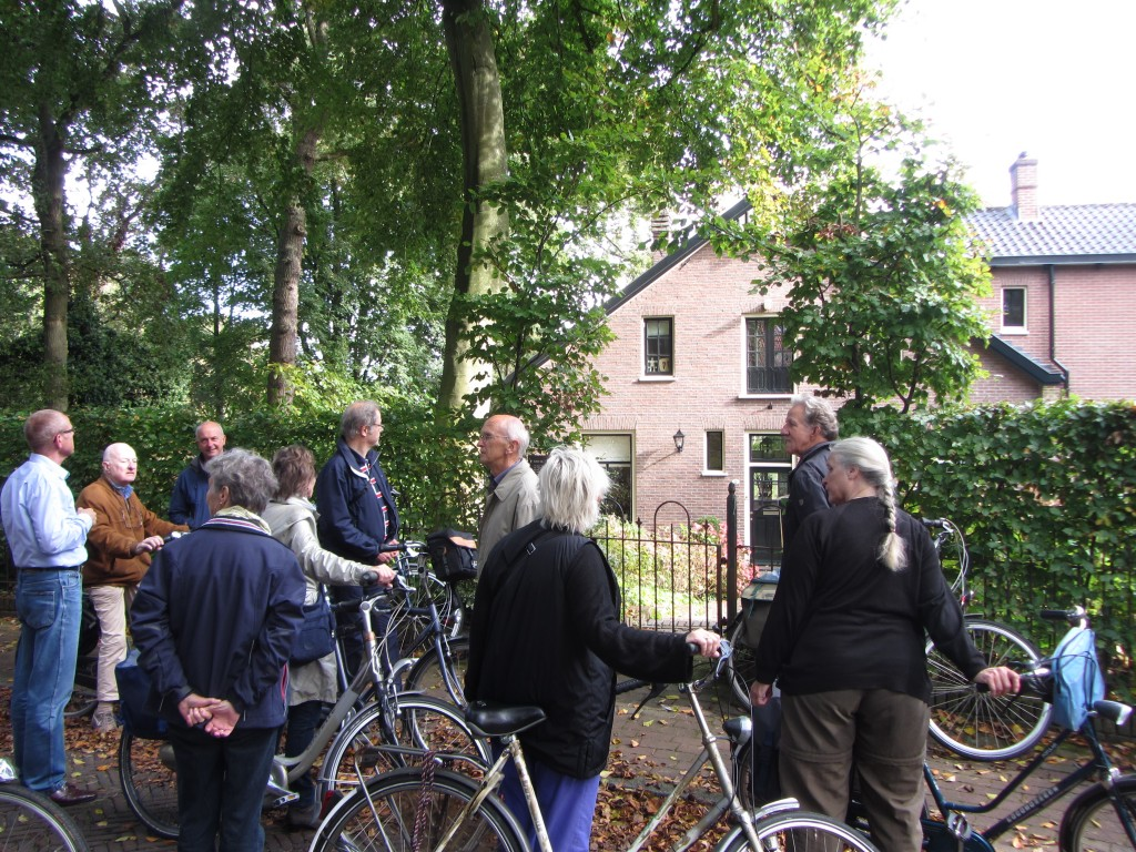 Informatie over het huis waar Kees Verwey in zijn jonge jaren heeft gewoond en waar het zg. Salon van Velsen bij elkaar kwam.