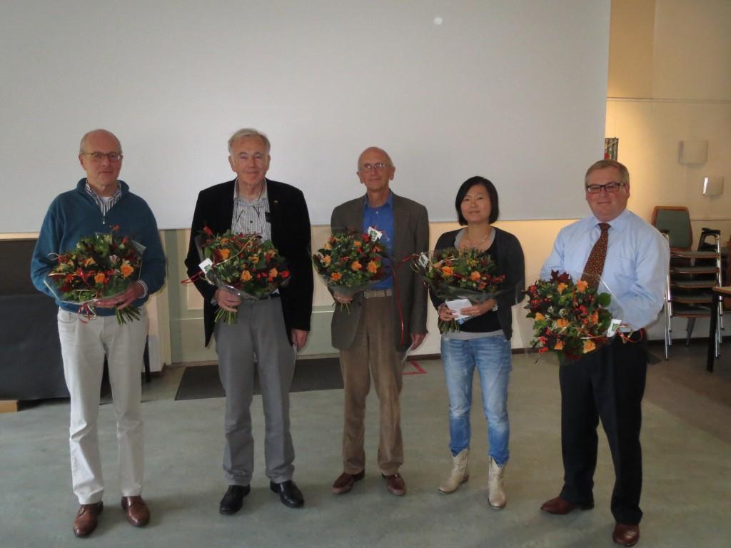 De schrijvers v.l.n.r. Gerrit Jonker, Jan Morren, Pim Boer en Wim van Hooff.  Tweede van rechts is Kim Langenberg, die de layout verzorgde.