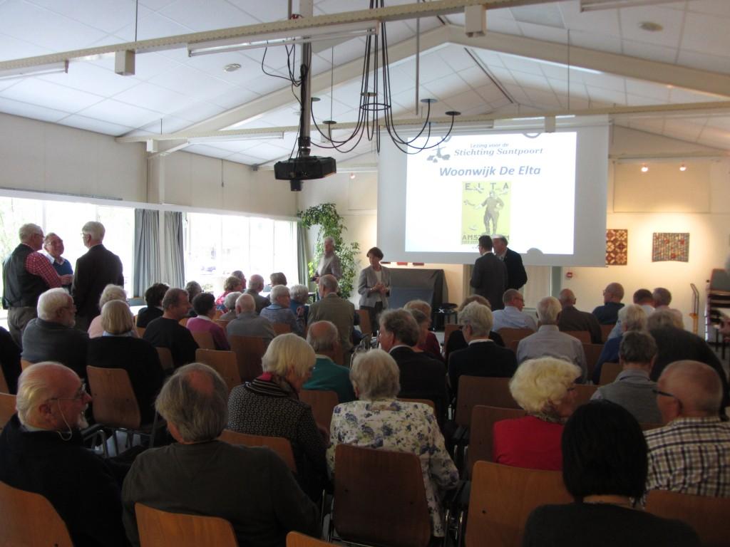Een volle zaal wacht aan het begin van de presentatie van Wim van Hooff over De Elta.